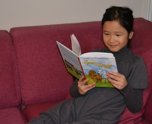 Klara læser Sam og Sigge