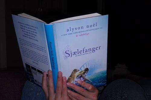 Klara læser Sjælefanger af Alyson Noel