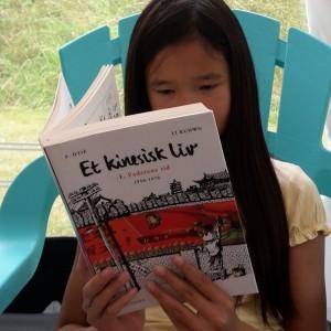Jeg læser første del af Et kinesisk liv - Faderens tid af Kunwu Li.