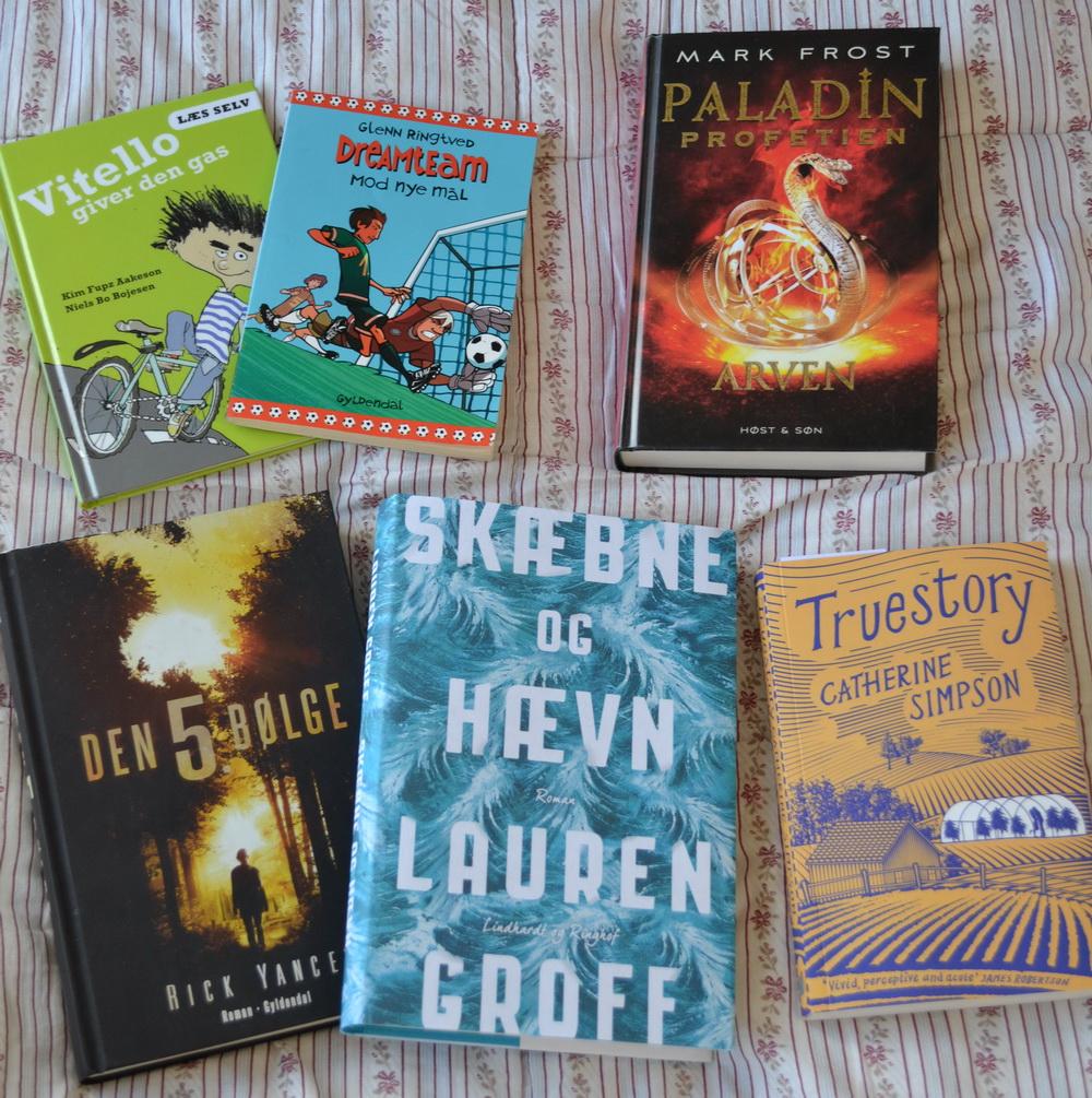 """Bøger kan vi ikke undvære. Vores """"her og nu-stak""""."""