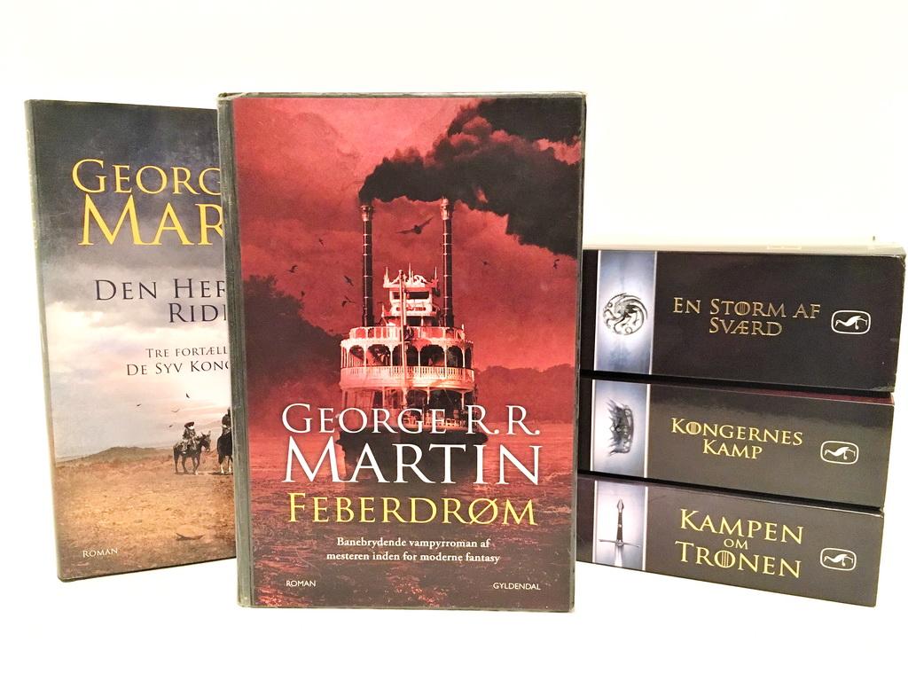 Bøger af George R. R. Martin. Feberdrøm forrest.