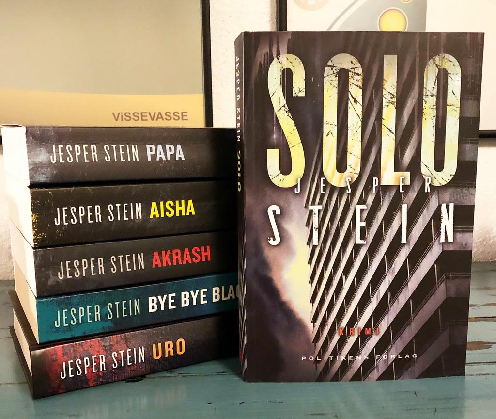 Solo af Jesper Stein - her sammen med de øvrige bind i serie om Axel Steen.