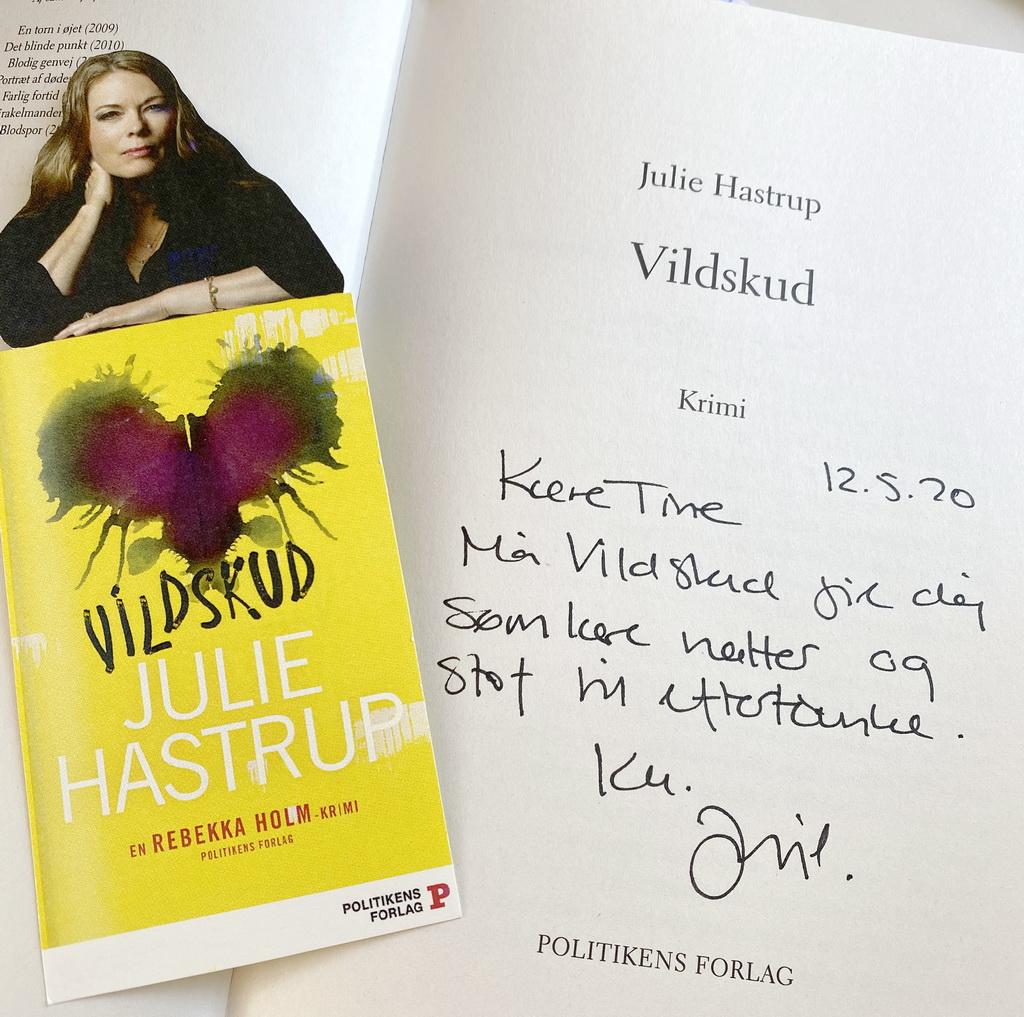Billede af: Signering i Vildskud af Julie Hastrup